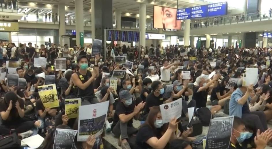 Những tình nguyện viên cấp cứu trong các cuộc biểu tình Hồng Kong là ai?