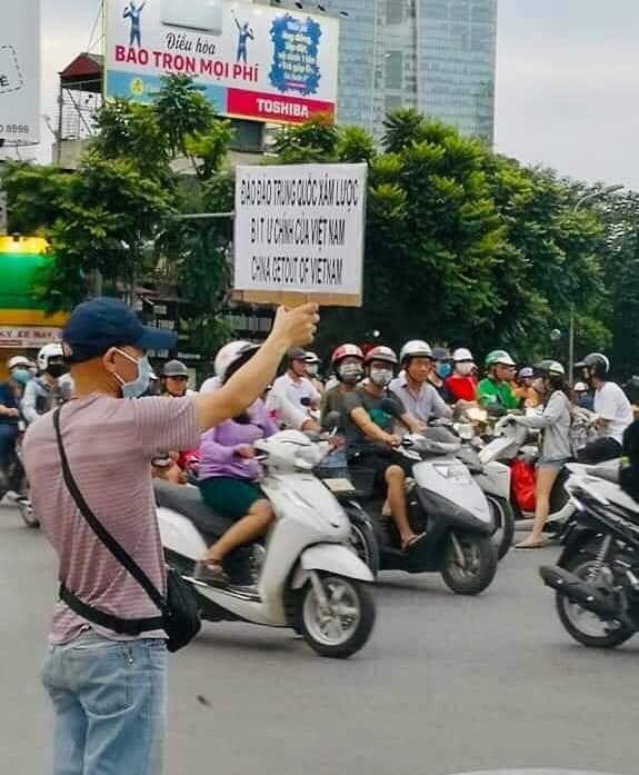 Bị công an Hà Nội câu lưu vì biểu tình chống Trung Cộng