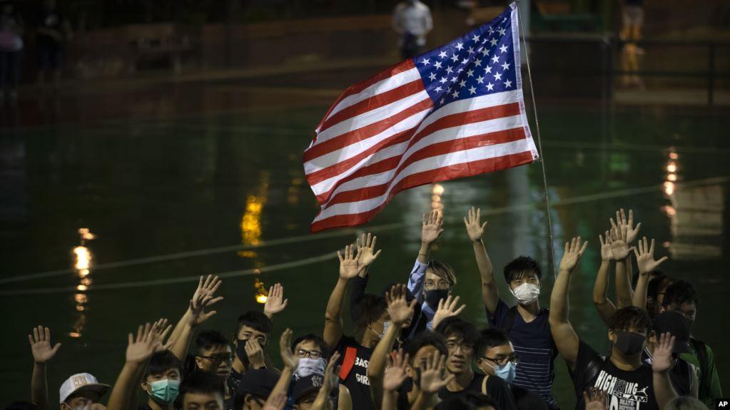 Người biểu tình Hong Kong kêu gọi chế tài từ Mỹ