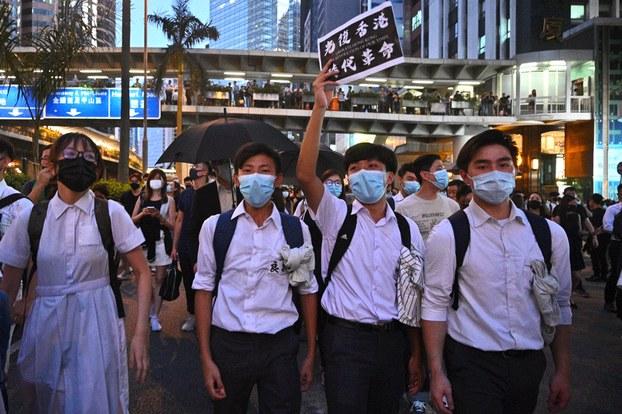 Hong Kong chính thức cấm người biểu tình đeo mặt nạ