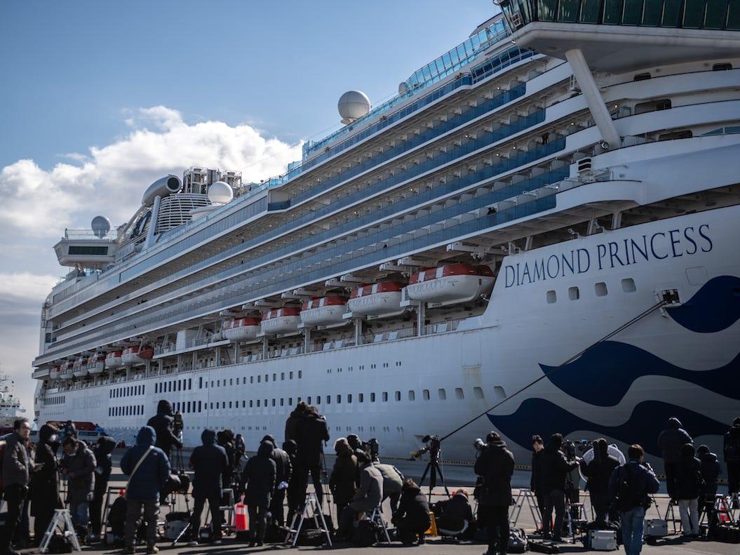Chính phủ Nhật Bản vừa trao 2.000 chiếc iPhone cho hành khách bị mắc kẹt trên tàu du lịch Diamond Princess