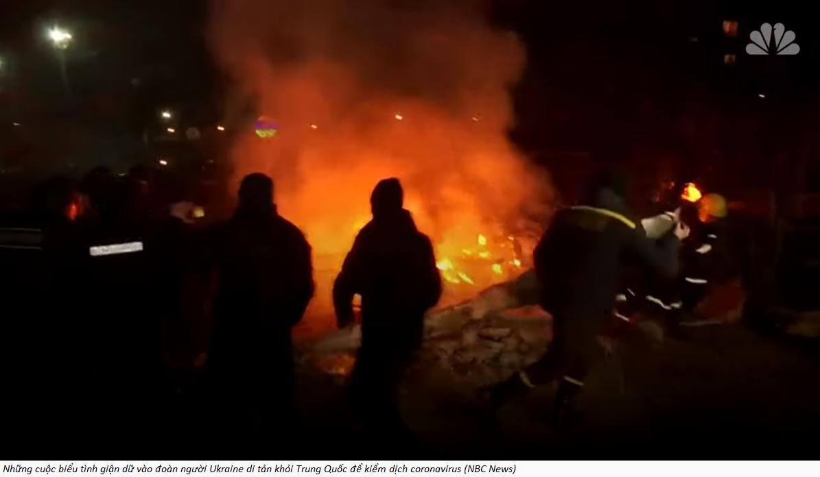 Ukraine: Dân biểu tình ngăn đưa người từ Hồ Bắc về nước