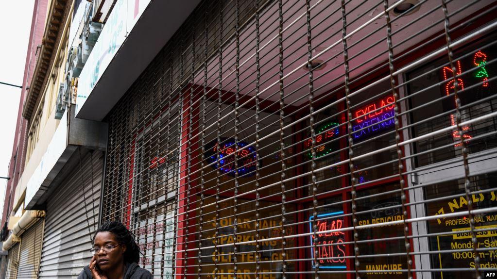 Mở cửa trở lại, thợ nail tại Mỹ vừa làm vừa lo