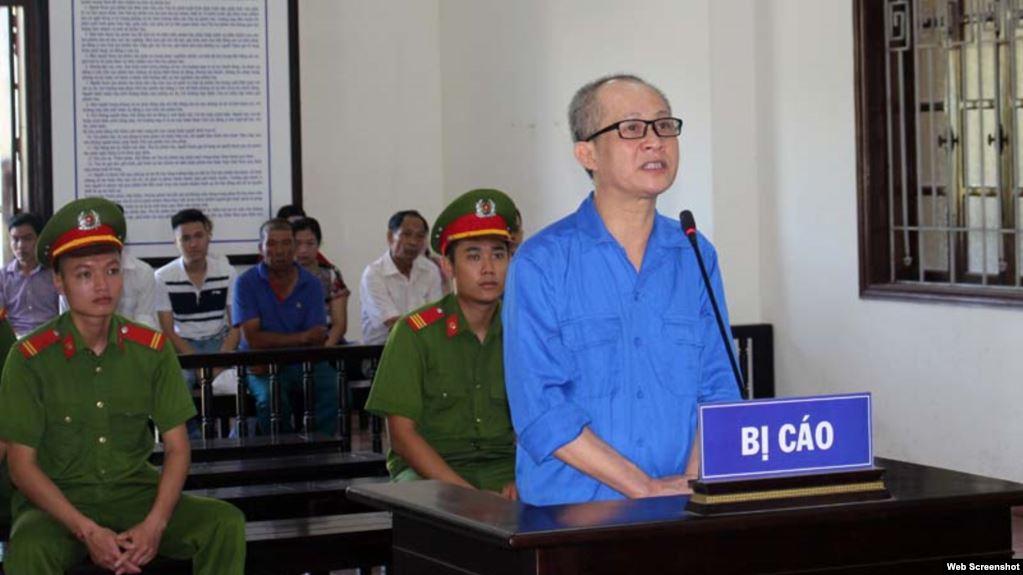 Blogger 'Giáo sư Hớt tóc' bị xử 6 năm tù