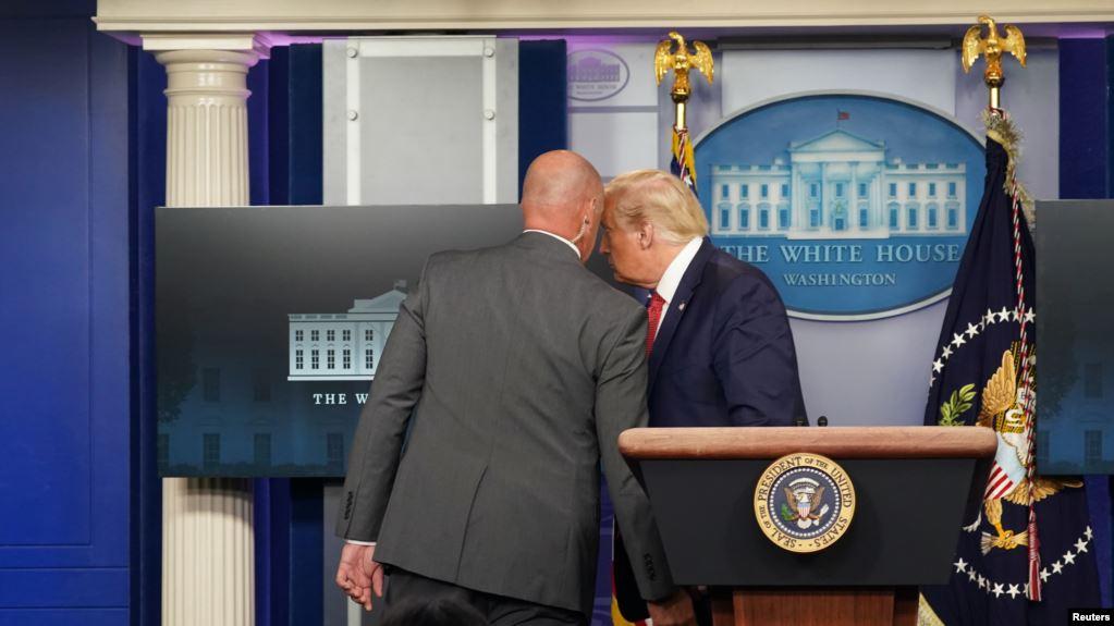 Nổ súng gần Tòa Bạch Ốc -TT Trump lập tức được Mật vụ hộ tống khỏi phòng họp