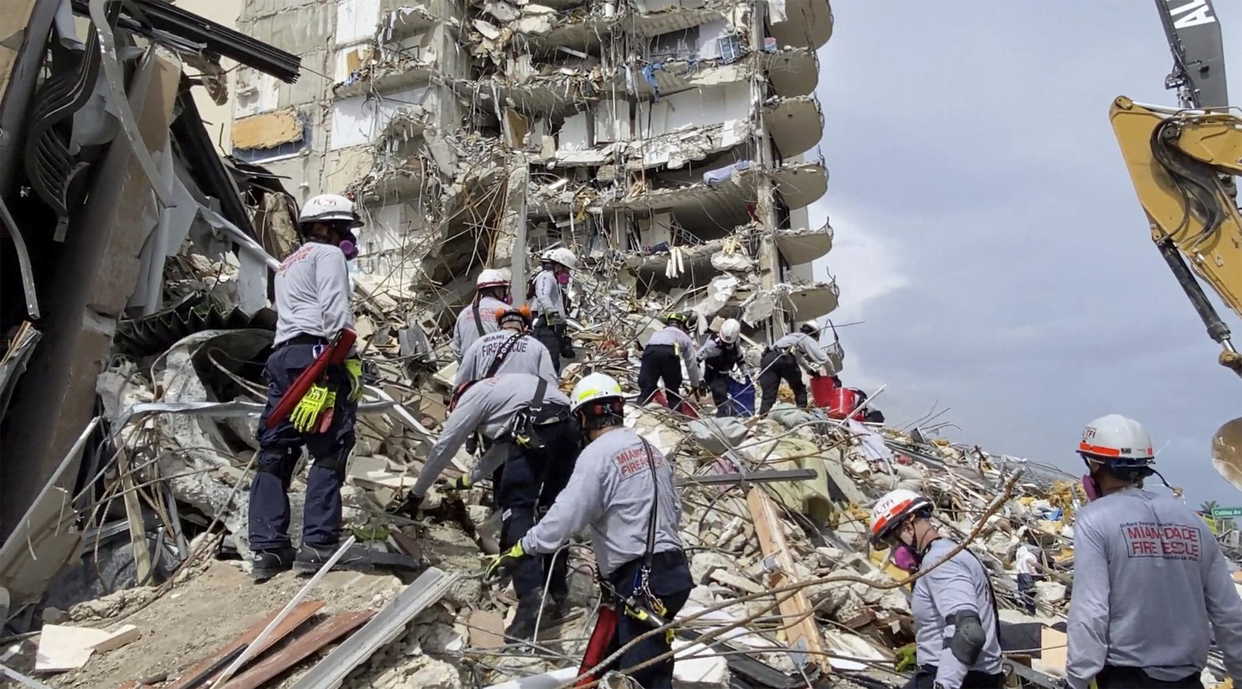 Lực lượng cứu hộ: Còn hy vọng cứu người sau 5 ngày sập tòa nhà ở Florida
