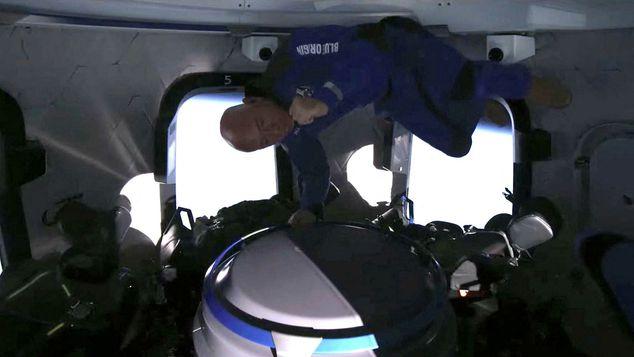 Mỹ: Tỷ phú Jeff Bezos lên không gian bằng tên lửa riêng