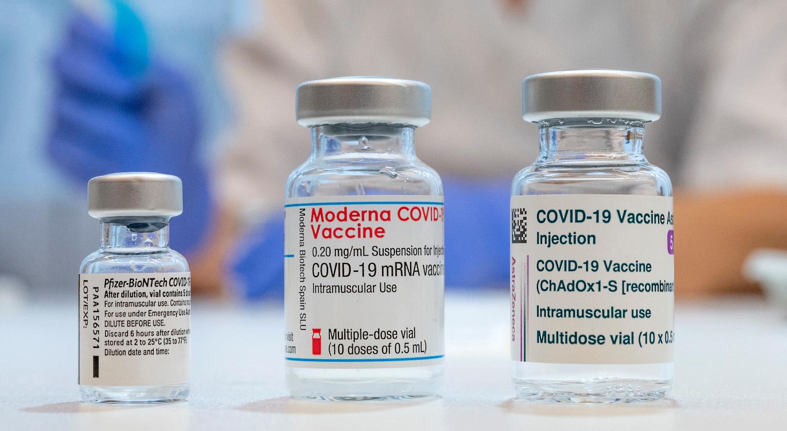 Việt Nam không cho tiêm trộn vaccine COVID-19 Moderna như với Pfizer