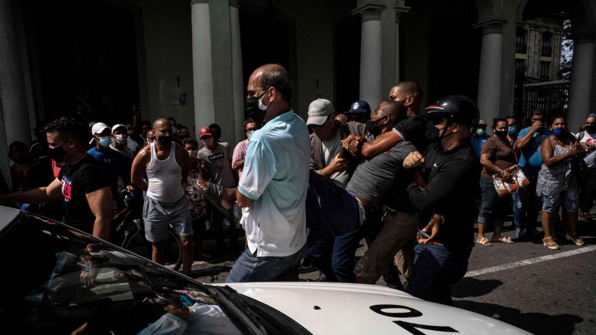Cuba tập quân sự để răn đe biểu tình